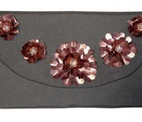 Upcycled coffee capsules 5 flower clutch